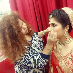 Aarti Makeover and Makeup Academy Profile Pic