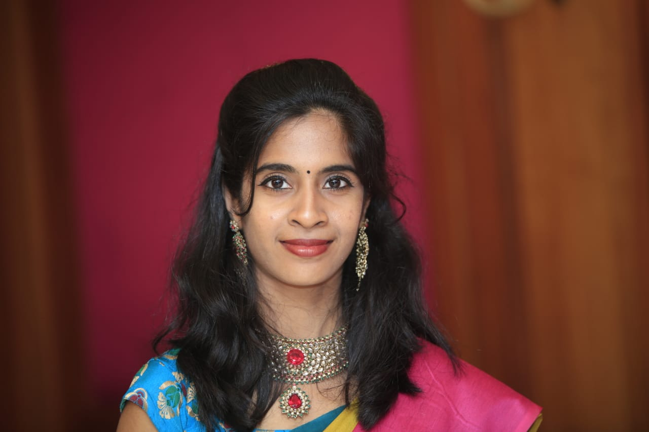 MC Nandhini Profile Pic